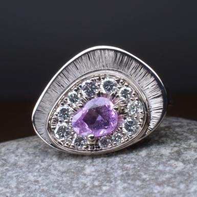 Bague saphir violet et diamants or blanc Chris Alexxa bijouterie Liège 3