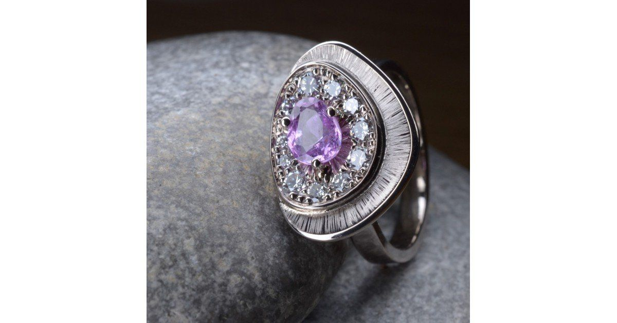 Bague saphir violet et diamants or blanc Chris Alexxa bijouterie Liège